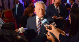 """Ministro de Industria y Comercio asegura precios de combustibles se fijan con """"total claridad y transparencia"""""""