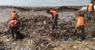 Brigadas continúan retirando desechos sólidos en Malecón