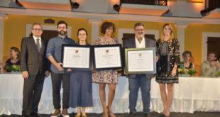 Entregan premios del concurso de arte Eduardo León Jiménez