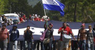 Primeros migrantes de nueva caravana inician solicitud para entrar a México