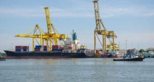 EE.UU. estudia levantar tarifas a China para acelerar un pacto