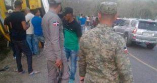35 heridos al volcarse guagua que regresaba de una gira en San José de las Matas