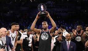 El equipo de LeBron remonta con Kevin Durant como MVP
