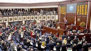 Senado de Florida aprueba medida para armar a maestros en las escuelas